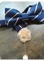 Готова папийонка за младоженец тъмно синьо и бежово златно на коригираща се лента и бутониера