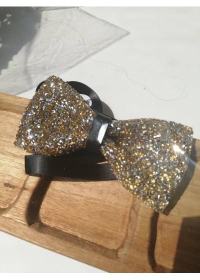 Елегантна кристална папийонка за младоженец в златно