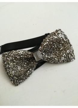 Елегантна сребриста папийонка за младоженец с кристали