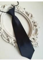 Готова детска вратовръзка на ластик- тъмно синьо