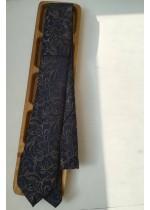 Луксозна вратовръзка за сватба и бал в тъмно синьо с флорални мотиви в бежово златно by Greda