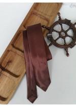 Стилна вратовръзка за младоженец в шоколадово кафяво