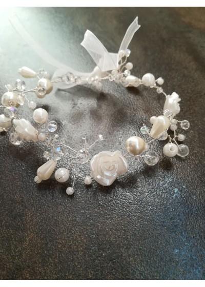 Сватбена гривна с перли и кристали Сваровски в бяло модел White Roses by Rosie