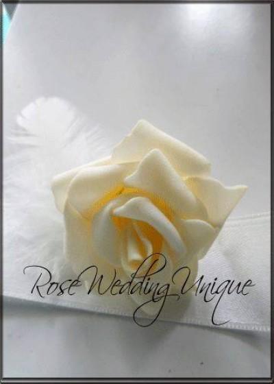 Гривна с роза и перли цвят слонова кост над 4 броя