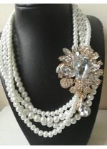 Колие за булка с кристали Сваровски в златно и стъклени перли