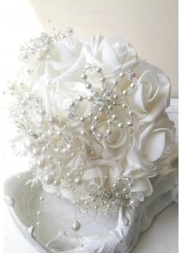 Сватбен букет с украса от перли и 19 изкуствени рози Roses délicates et perles