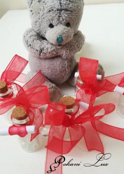Подаръци за гости за сватба шишенце с полускъпоценен камък планински кристал с панделка над 20 броя