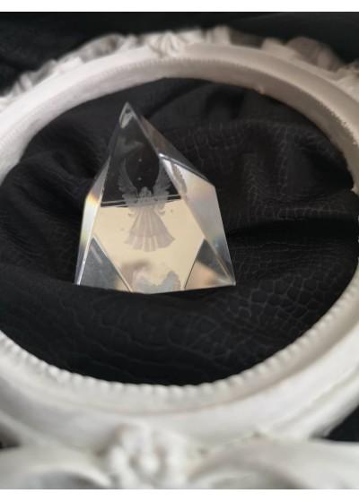 Подарък за гости на кръщене кристална пирамида с ангелче над 20 бр