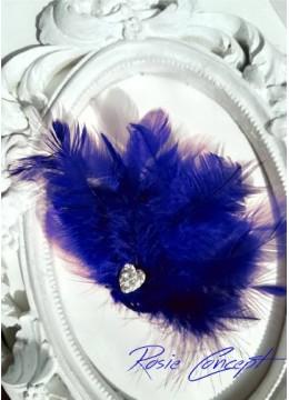 Дизайнерски ръчно изработени брошки - украса за коса с пера и кристали цвят кралско синьо Blue Bird