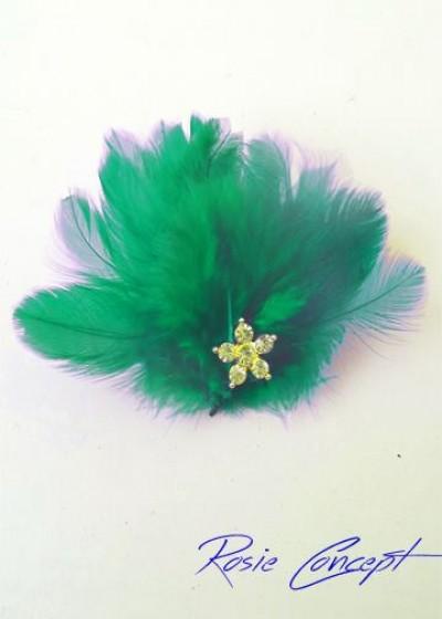Дизайнерски ръчно изработени брошки - украса за коса с пера и кристали цвят зелено Green Bird