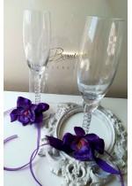 Комплект чаши за сватба за шампанско с украса тъмно лилави орхидеи серия Purple Passion