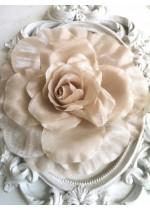 Елегантна сатенена роза за коса или тоалет цвят екрю